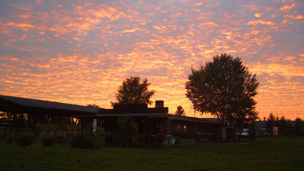Sonnenuntergang auf der MQ Ranch im Löwenberger Land