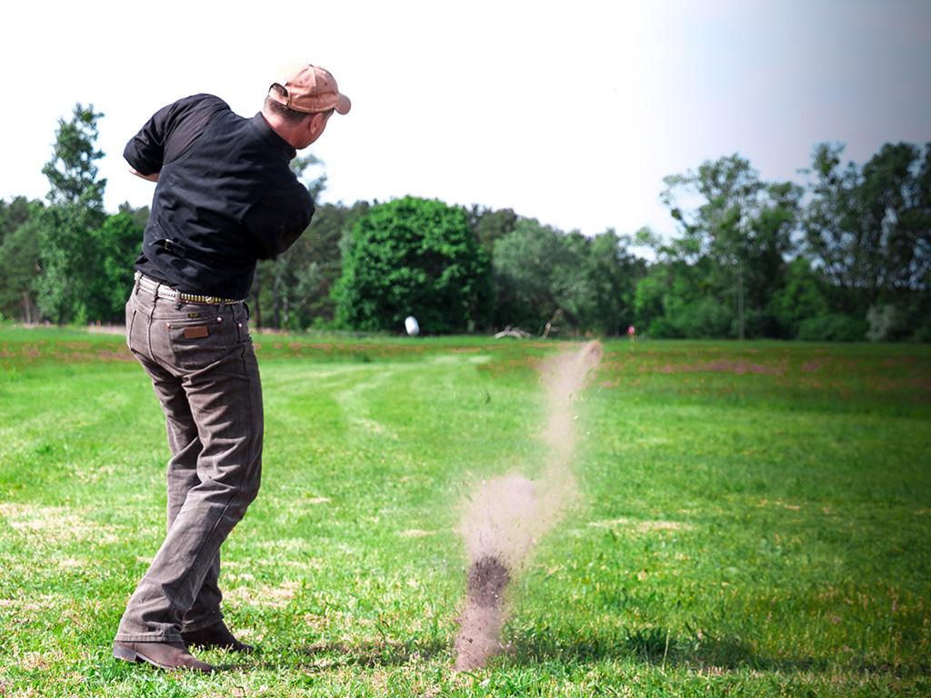 Beim Abschlag MQ Crossgolf Teambuilding Golfabschlag