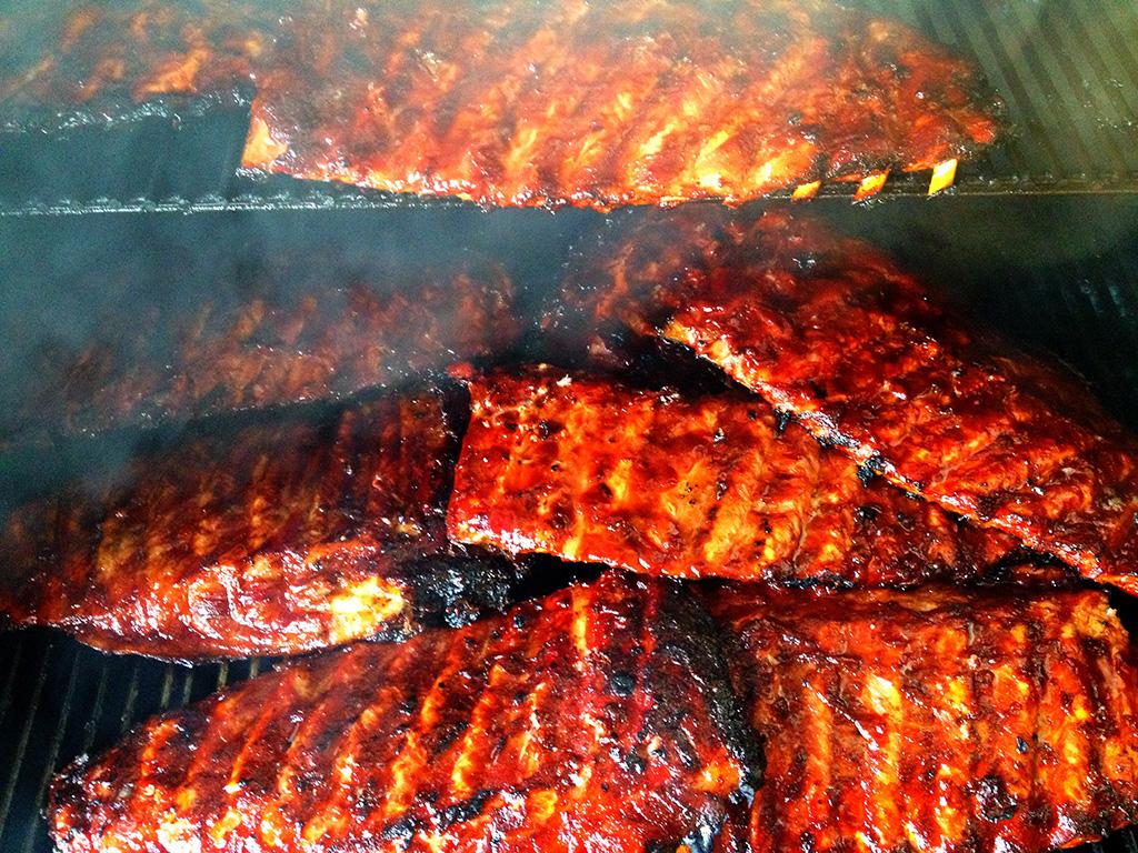 Kulinarisches im Western-Style Spareripps im MQ Ranch Smoker