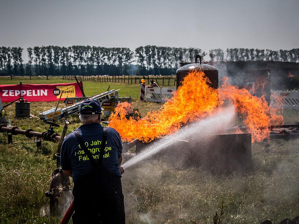 Stunt-Explosion mit Falkenthaler Feuerwehr bei Team-Event auf der MQ Ranch