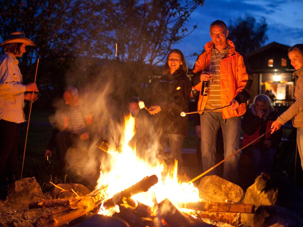 Dürfen bei keinem MQ Campfire fehlen: MArshmellows über dem Lagerfeuer