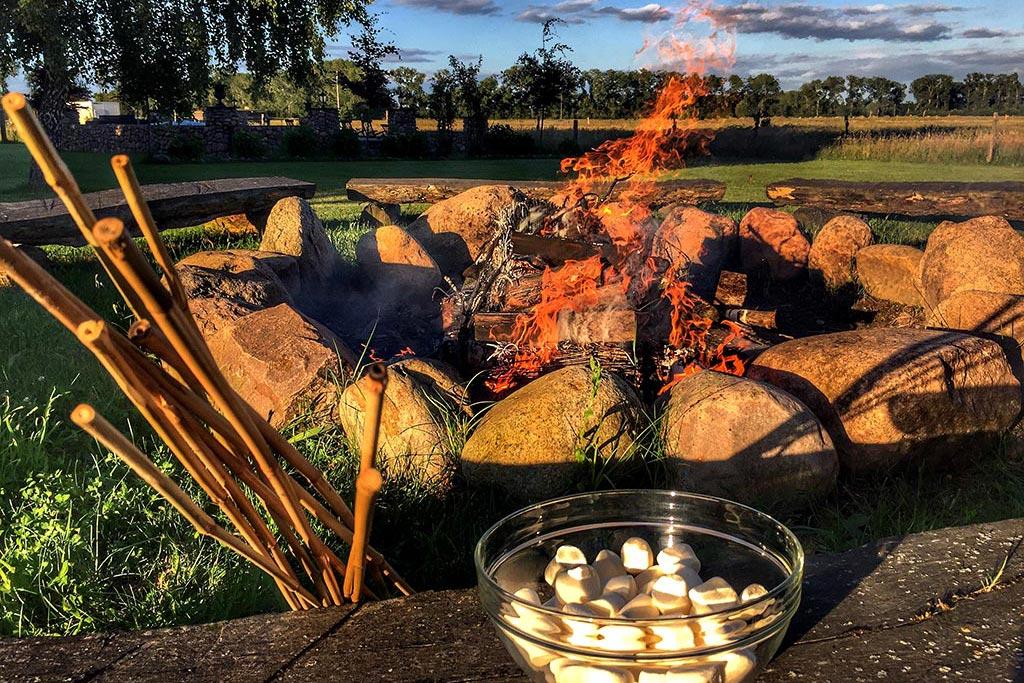 Marshmellows grillen am Lagerfeuer beim MQ Ranch BBQ