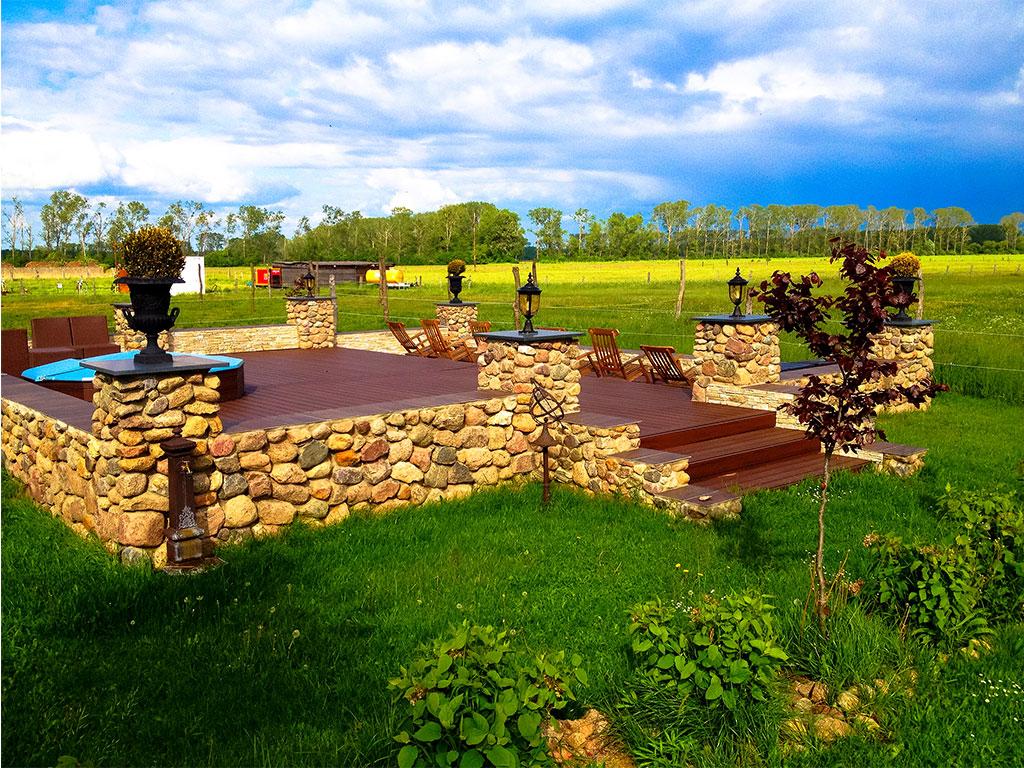 Welnness-Bereich mit Ausblick: Erholungsurlaub auf der MQ Ranch