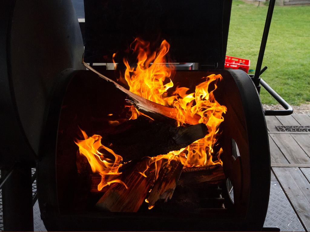 Original amerikanisches Barbecue: Der mit Holz beheizte  MQ Ranch BBQ Smoker sorgt für  großartigen Geschmack